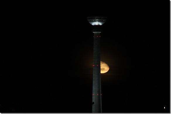 Mond und Fernsehturm Berlin