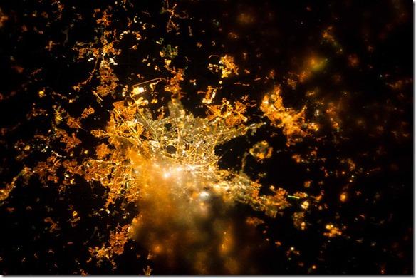 Berlin, Deutschland bei Nacht von der ISS