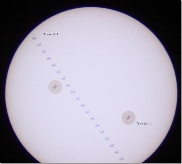 Die Internationale Raumstation ISS vor der Sonne mit Sonnenfilterfolie und Teleskop fotografiert.