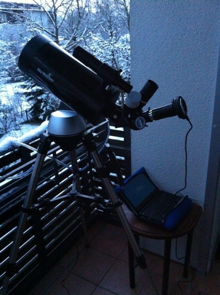 Skywatcher Maksutov auf Berliner Balkon (Bild: Jürgen Stolze)